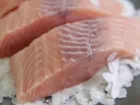 鲑鱼四季豆饭