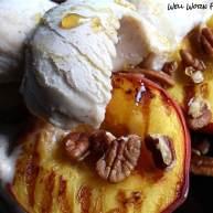 烤桃子冰淇淋