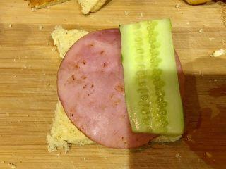 快手早餐 I 吐司三明治(简易版),好了,依次放上食材