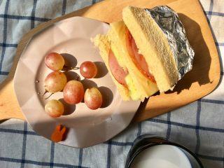 快手早餐 I 吐司三明治(简易版),整个早餐,总共估计也就十来分钟,嗖嗖的