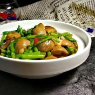蚝油草菇炒芦笋