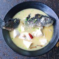 浓汤鲫鱼炖豆腐