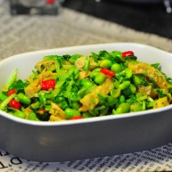绿色美食+鸡毛菜脆皮豆腐炒毛豆