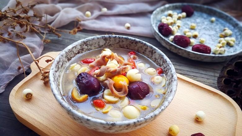 一碗汤#湘莲红枣板栗猪肚汤
