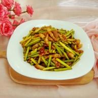 绿色美食+蒜苔炒肉丝