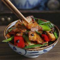 绿色美食+豆豉香干回锅肉
