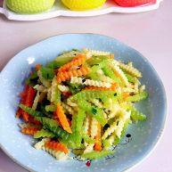绿色美食+素炒三色螺旋莴苣