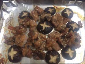 蜜汁烤冬菇排骨