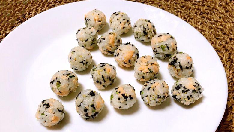 三文鱼紫菜饭团