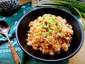 辣白菜肉末炒米饭