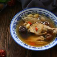 黄芪红枣土鸡汤