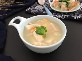三文鱼头粉葛豆腐汤(即滚靓汤)