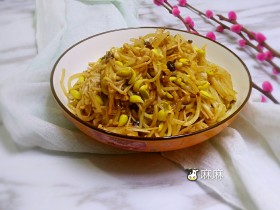 黄豆芽炒金针菇