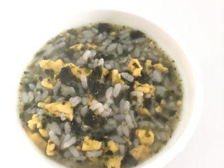 鸡蛋海苔粥,盛出就是一份美味的辅食了。