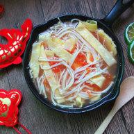 番茄金针菇蛋皮汤