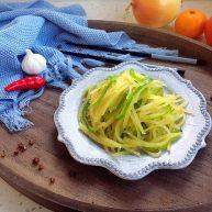 #圆土豆# 花椒油青椒土豆丝