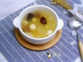 干燥气候的最佳食补甜品-梨子桂圆银耳汤