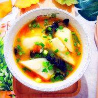 暖冬系列之家常经典西红柿黑木耳山药汤
