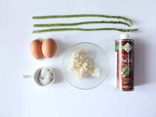 芦笋虾仁钱袋蛋包饭(适合15个月以上的宝宝),准备所有食材