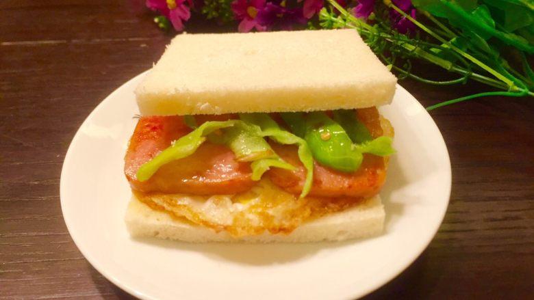 五分钟快手早餐➕吐司煎蛋五餐肉三明治_