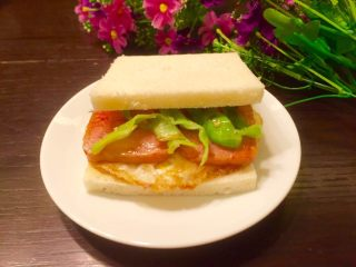 五分钟快手早餐➕吐司煎蛋五餐肉三明治_,成品图