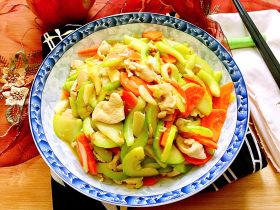 吃鸡+蚝香西葫芦炒鸡胸