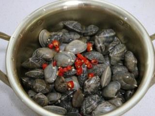 深夜食堂之酒蒸蛤蜊,加清酒、小米椒。