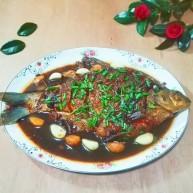 厨房挑战+荤菜+大蒜头黄豆酱烧鳊鱼