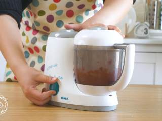 8m+豆腐蛋黄糊(宝宝辅食),然后就可以放入辅食机中搅打了,没有辅食机用料理机替代或者是用勺子碾碎~