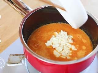 8m+豆腐蛋黄糊(宝宝辅食),加入豆腐丁~