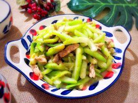 厨房挑战/荤菜/蒜香青菜梗儿炒肉丝儿