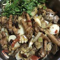 鸡爪肉蟹煲