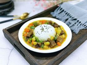 咖喱牛肉彩蔬饭