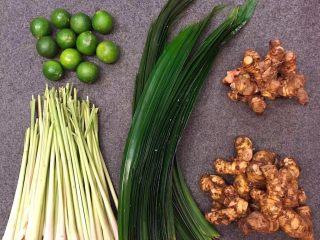 马来西亚烤肉串,腌制的时候也可以加点切块的香料这样味道更好