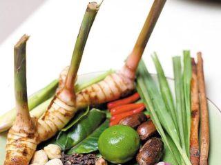 马来西亚烤肉串,香茅,斑斓叶,红葱,蒜头,姜切末待用