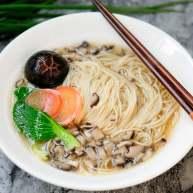 菌汤面条 看得见的香菇 尝得到的鲜美 这才是真正的菌汤