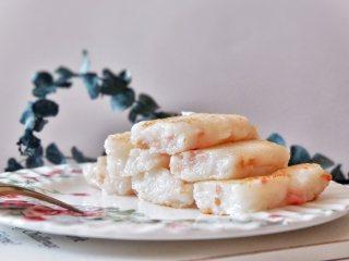 广式腊味萝卜糕,取出放凉定型后即可切块煎制食用