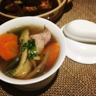 电饭煲+霸王花蜜枣梨子红萝卜煲瘦肉