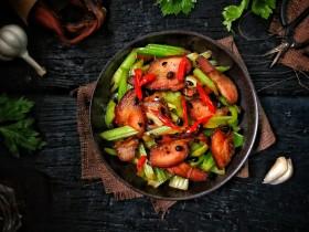 一菜二吃-豉椒芹菜炒腊肉