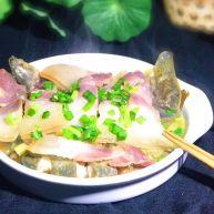 咸肉蒸黄斑泥鳅