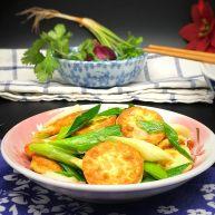 青蒜煎炒蛋豆腐