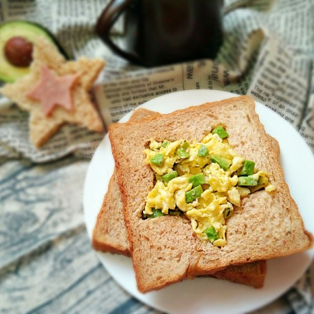 牛油果滑蛋吐司――5分钟快手营养早餐