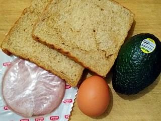牛油果滑蛋吐司――5分钟快手营养早餐,准备食材。