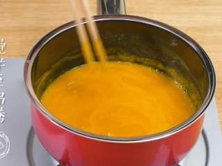8m+南瓜蛋羹,搅拌至沸腾~