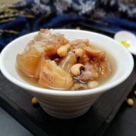 墨鱼花生眉豆炖猪蹄 冬天滋补暖身汤