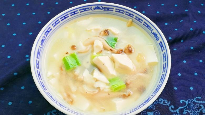 鲜美嫩滑蟹味菇烧嫩豆腐汤