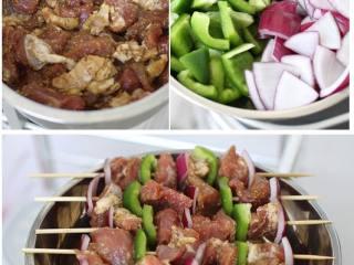 烤肉串,肉先腌制好