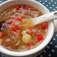 养颜水果红枣莲子糯耳甜汤