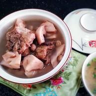 莲藕龙骨花生汤