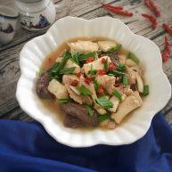 鸭血炖豆腐肉片